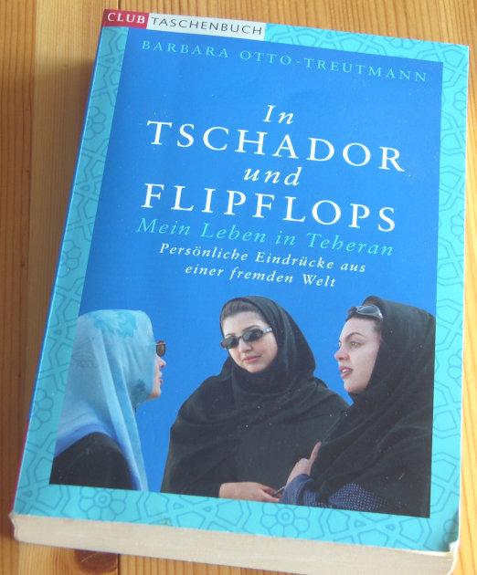 Cover In Tschador und Flipflops